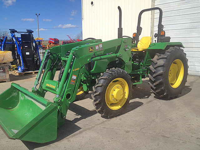 2012 JOHN Deere 5055E only 178 hours 4x4 like new condition now 24900