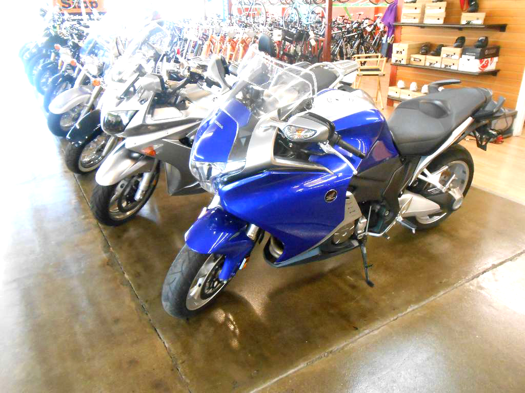 2012 HONDA VFR 1200F candy blue just serviced ready to ride financing available only 7995