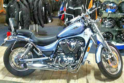 2006 SUZUKI Boulevard S50 Intruder 800 you get a combination of V-twin power and radical cruiser st