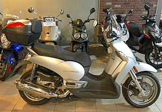 2009 APRILIA Scarabeo Scooter 500ie silver easy and fun to ride automatic shift spacious and com