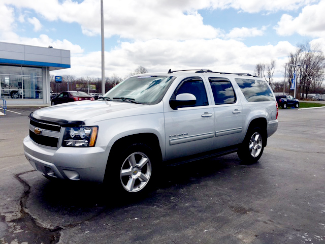 2011 CHEVY Suburban LT 7-282470A nicely equipped 4x4 new tires 22750