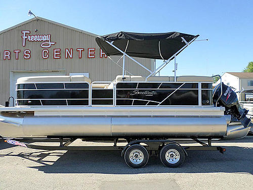 2017 SWEETWATER 22 Tri Toons new 140 HP Suzuki trailer included 36900