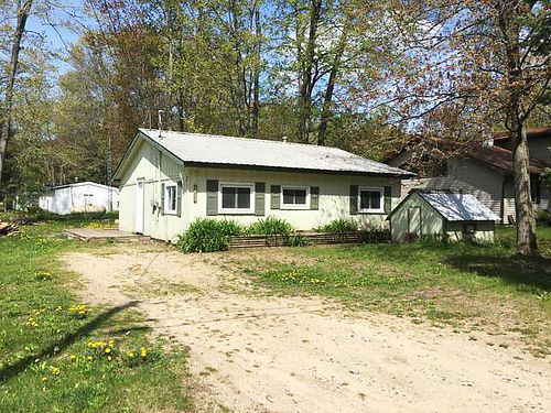 4803 KNOLLWOOD  Sandy beach access on all-sports Arnold Lake 3BD 1BA cottage with renovated inter