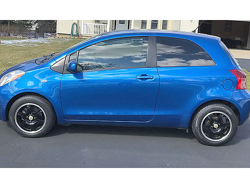 2008 TOYOTA Yaris 90000 miles runs and looks good 5 speed blue 4900 obo