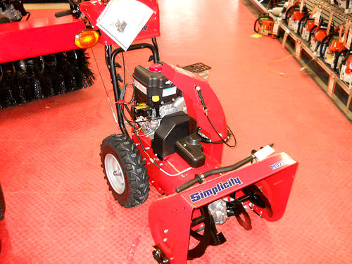 SIMPLICITY 24 dual stage self propelled Briggs  Stratton 900 Snow Series OHV engine 24 clearin