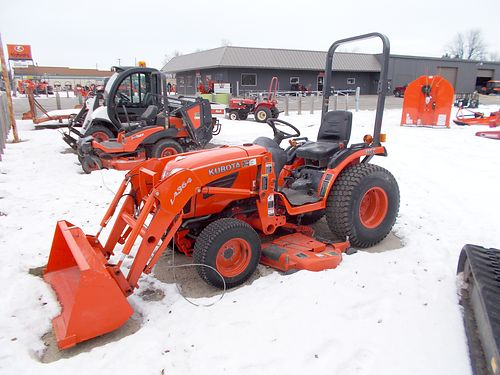 KUBOTA B2920 Tractor 60 mid-mount mower LA364FL loader 50 bucket 29hp diesel turf tires 15