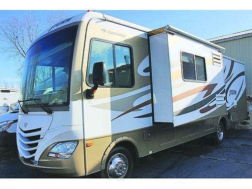 2012 FLEETWOOD Storm 30SA only 15500 miles rear queen generator exterior entertainment center
