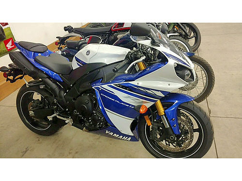 2014 YAMAHA R1 super low miles like new a steal priced at only 10495