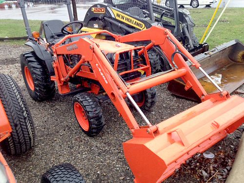2004 KUBOTA B7800HSD with Loader 30hp 4 cylinder diesel 4WD power steering hydro transmission