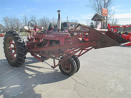INTERNATIONAL H 5846 2WD 38 hp 4 cylinder gas Massey Harris loader can be separated 1950