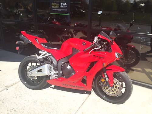 2013 HONDA CBR600RR low miles 0 down financing available ask for James or Cody 8388