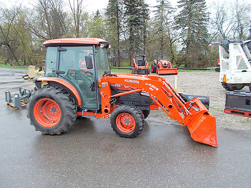 2013 KUBOTA L3240 Loaded 34 hp liquid cooled 3 cylinder diesel HST plus transmission 72 bucket