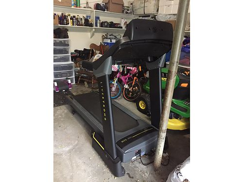 LIVE strong treadmill LS150T like brand new Used a handful of times 1000 call or text 989-429-4