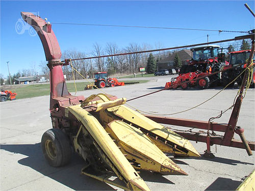 NEW Holland 718 5502 forage chopper with 770 hay head and 2 row corn head 1950