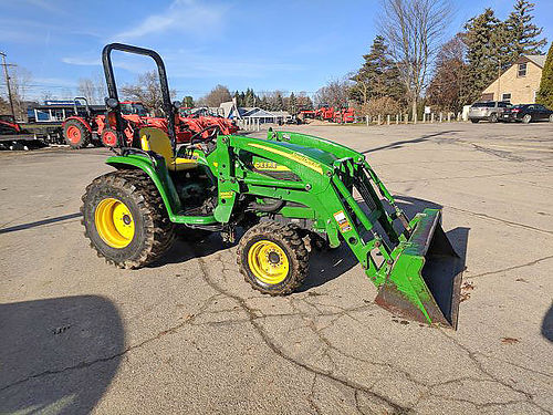 JOHN Deere 4400 Tractor - Loader with snow blade 35hp diesel 4WD HST transmission 540 rear and