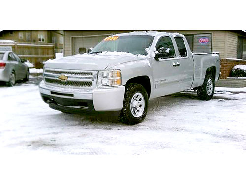 2011 CHEVY Silverado 1500 extended cab 4x4 only 233month or 14900