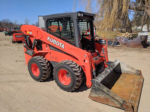 KUBOTA SSV75 Skid Loader 75 hp turbocharged diesel fully enclosed cab self leveling 74 bucket