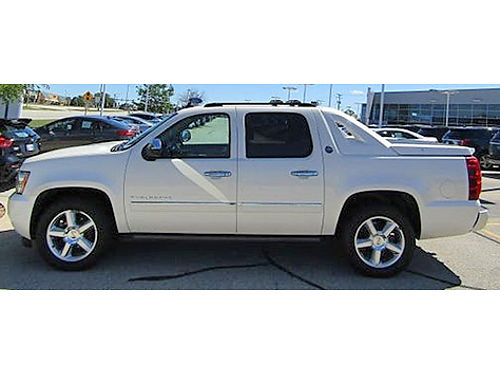 2013 CHEVROLET AVALANCHE 1500 LTZ AWD Recent Arrival Navi Heated Lthr Power Sunroof Class III T