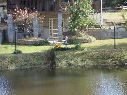 EDGEFIELD COUNTY small efficiency apartment private driveway and pond on property furnished no pe