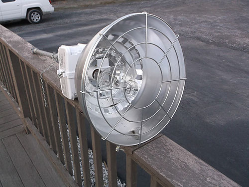 INDOOROUTDOOR LIGHT Bell 400 watt light Excellent condition 40 Call 423-646-7881
