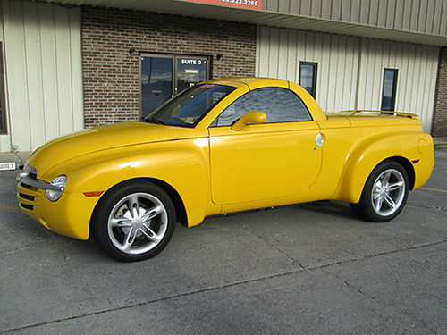 2004 CHEVROLET SSR mint condition looks brand new inside and out only 17k mile