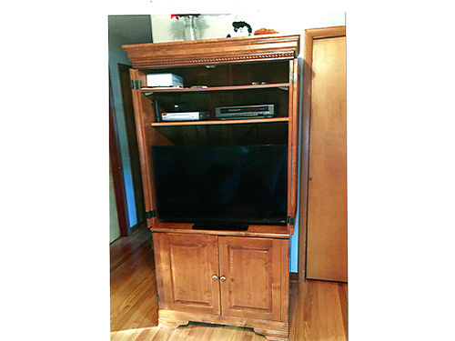 ENTERTAINMENT CENTER Cherry Antique Good Condition 77in x 40in x 27in EC 350 423-538-4195