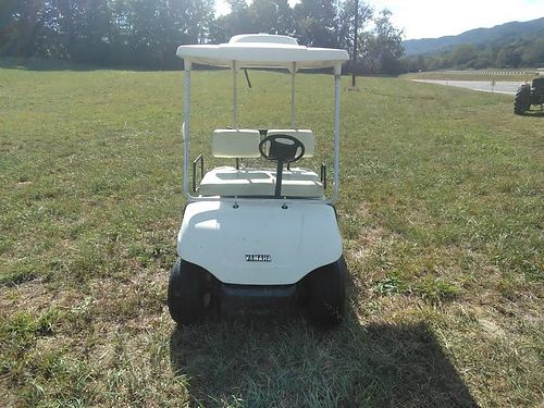 2001 YAMAHA GOLF CART electric 6 eight volt batteries that are two years old incl 48 volt charge