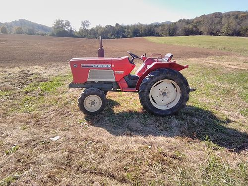 TRACTOR Yanmar 2220D Three cylinder Yanmar diesel 22hp 4WD 16sp Good running tractor ready to